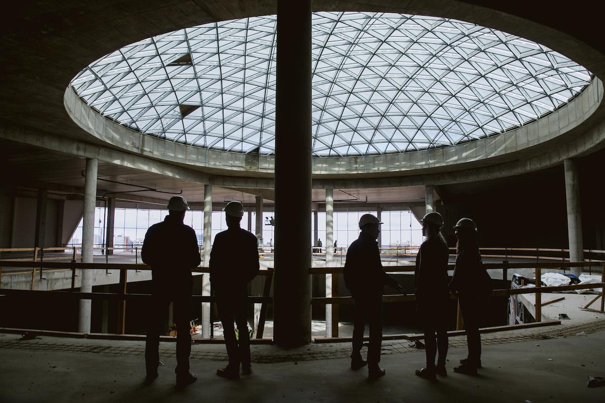 Skypargi keskel asuv aatrum on juba kupliga kaetud